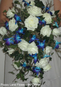 atlantic rose and blue orchid bouquet_bg