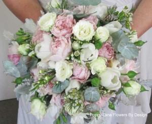 tulips and david austen rose bouquet_bg