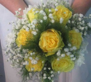 yellow rose posy bouquet_bg